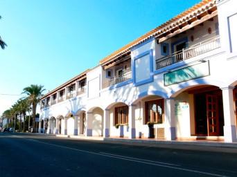 vista entrada principal exterior. Fuente: http://www.hostal-lasavina.com/webapp/es/galeria_hostal.html